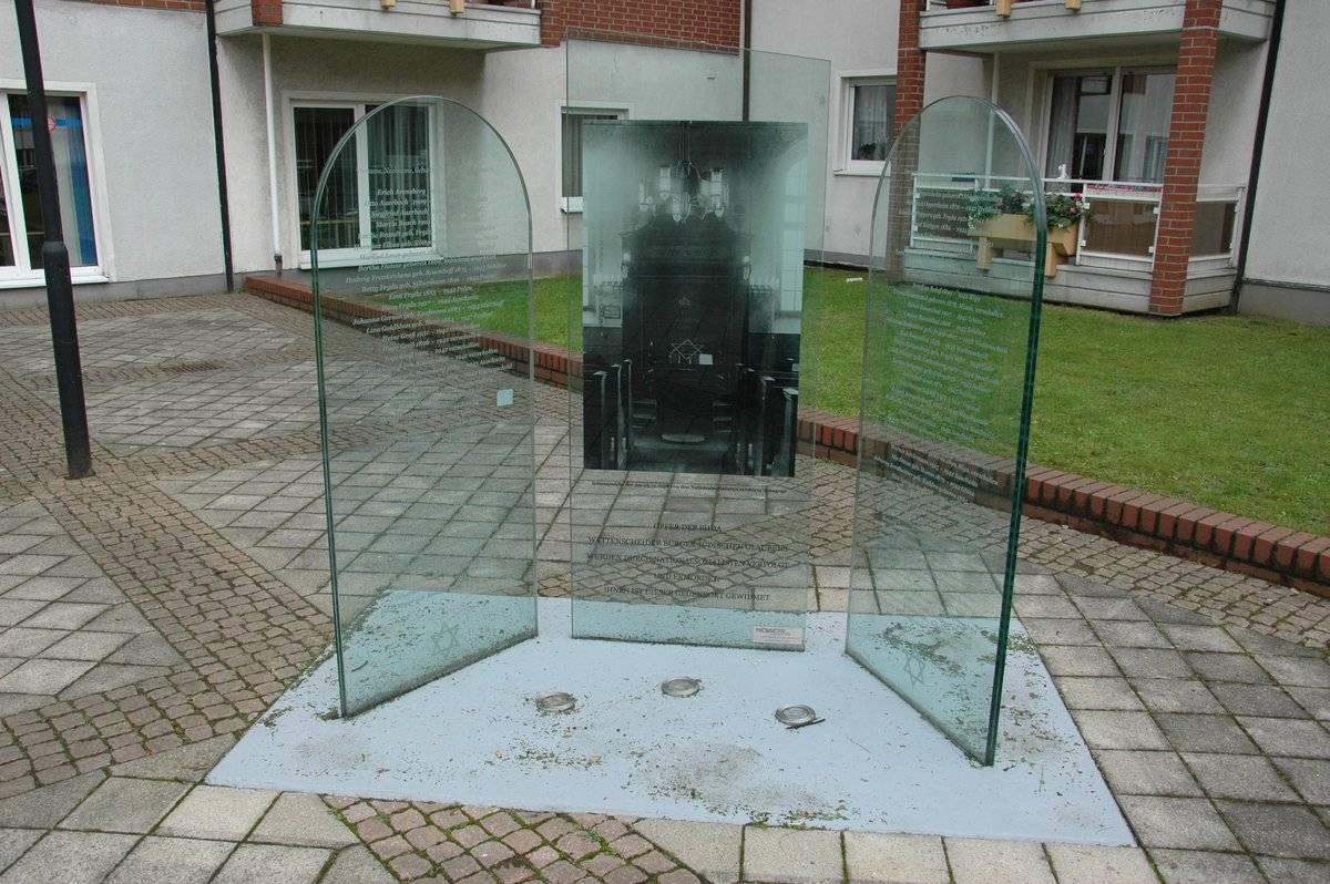 Monument for the old synagogue and the victims of the Holocaust